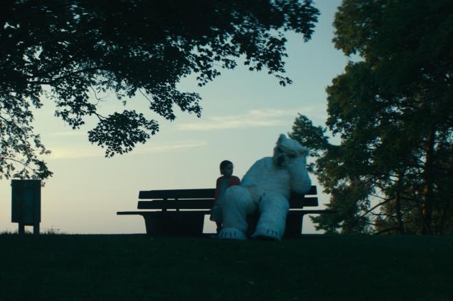 """Depressives Vergnügen? Glanz und Elend der Kindheit für Erwachsene - Filmstill aus """"Finsterworld"""" © Alamode Filmverleih"""